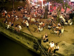 A summer evening on the river (Giangaleazzo) Tags: danau budapest river europe city talk fiume nikon street parlare rest friend coolpix p7100 talking hungary evening summer sera estate people social gente duna danubio night