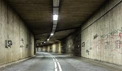Tunnel (Eric Borowitz) Tags: tunnel graffiti strasse farbig kurve verlauf