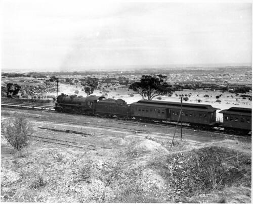 Sleeps Hill loco SAR 749 on passenger - end loading cars (mb-b04-34)