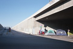 Los Angeles (ADMurr) Tags: la freeway bridge tents homeless leica m4 50mm zeiss planar zm kodak film