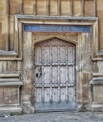 Oxford  Library Door (s_un_flower44) Tags: england nikon oxford editedwithsnapseed coolpixl810