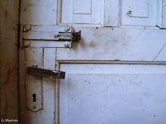 (Gabriela Maximo) Tags: velha porta fechadura maaneta tranca