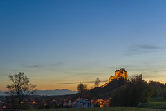 Waldburg mit Ortschaft Waldburg (PanoramaRundblick) Tags: sunset mountains building tree nature berg germany outside outdoors deutschland countryside europa europe european sonnenuntergang place outdoor hill natur historic berge historical nightscene bluehour sight alpen landschaft bume middleages baum gebude gebaeude nachtaufnahme ort swissalps mountainrange abendstimmung historisch showplace blauestunde mittelalter badenwuerttemberg eveningmood southerngermany schweizeralpen sueddeutschland historically querformat sehenswuerdigkeit aussenaufnahme horizontalformat oberschwaben alpenvorland aussenaufnahmen aufdemland mountainchain abendroete gebirgskette ausserhalb upperswabia waldburg kreisravensburg alpineforeland districtravensburg suedwestdeutschland