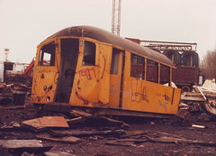 L140 (ee20213) Tags: londonunderground scrapyard londontransport 1938stock l140 1938tubestock vicberry braunstongate
