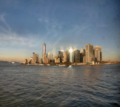 New-York - 10-11-2014 - 17h50 (Panoramas) Tags: nyc sunset sea panorama usa mer newyork reflection ferry buildings reflections island soleil skyscrapers manhattan atlantic reflet ciel reflets staten couchant ptassembler le atlantique ocan immeubles etatsunis presquile ocena gratteciels damrique multiblend