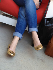 IMG_1115 (heellover91) Tags: woman sexy feet girl leather foot shoes toes toe flats jeans cleavage tory burch