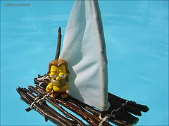 Homer Hippie e sua jangada! (Gui Lopes BH) Tags: art toy miniatures boneco action simpsons kidrobot homer hippie figures simpson miniaturas guilopesbh