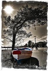 Tonton (armandbrignoli) Tags: barque pointu noir et blanc couleur rue plage galet boat sea bw street canon 5dsr