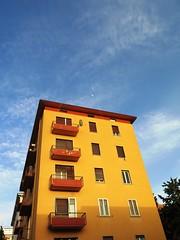 (givanna) Tags: luna azzurro architettura arancione citt prospettiva cialo