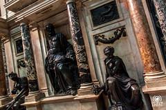 Tomba del Medeghino (andrea.prave) Tags: italien italy sculpture milan italia cathedral milano kathedrale catedral skulptur escultura cathdrale italie tomba kathedraal cattedrale duomodimilano scultura gotico   heykel  mailand        neogotico neoclassico santamarianascente       milanoinfoto medeghino