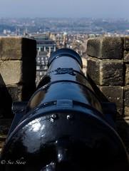 Cannon, aim........fire! (Sue_Shaw) Tags: city castle history canon fire edinburgh gun depthoffield cannon aim canoneos canon60d