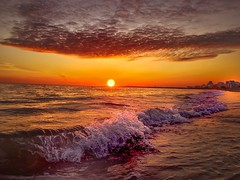 Vagues ... Orange (fatigomes) Tags: sunset mer beach de soleil waves coucher vague rivage ocan cffaa