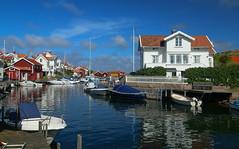 Grundsund (Tomas hberg) Tags: grundsund house hus sund strait boats btar sommar sverige sweden vstkusten west coast bohusln polarizer polarizing filter