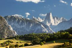 Naranjo de Bulnes (RuiFAFerreira) Tags: light landscape mountains picu urriellu naranjo bulnes picos europa blended blendedexposures asturias canon 60d 75300mm spain