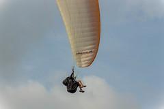 Stagiaire débutant (lucasizard) Tags: sport nature parapente canon 700d téléobjectif zoom couleurs ciel sky fly air natural games aveyron brunas voile stagiaire horizon