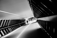 Canary Wharf walkway (jbarry5) Tags: canarywharf london unitedkingdom blackandwhite architecture geometry monochrome canarywharfwalkway onecanadasquare