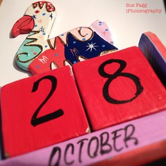 in date (green-dinosaur) Tags: red scarlet square calender date 365d suefagg