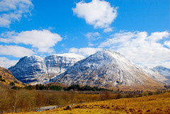 Odds and ends (Richard Szwejkowski) Tags: scotland glencoe snowymountains snowcappedmountains westernhighlands sunandsnow westofscotland glencoevisitorcentre