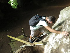 """Grotte trouvée, il n'y a plus qu'à grimper ! <a style=""""margin-left:10px; font-size:0.8em;"""" href=""""http://www.flickr.com/photos/83080376@N03/15699266796/"""" target=""""_blank"""">@flickr</a>"""