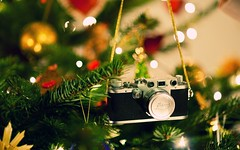 Ideal Christmas Gifts for Photographers Under $100 (mewaqascheema) Tags: christmas holiday gifts