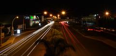 Luces de noche en la ciudad (Josue Martinez Photography) Tags: street light red white blanco luz car night noche calle rojo stop midnight medianoche