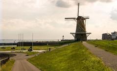 Uncle beach (Omroep Zeeland) Tags: water dijk zon molen oorlogsmonument unclebeach grasenz