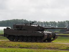 Leopard 2 (Megashorts) Tags: uk england museum war tank military olympus leopard armor dorset pro fighting armour armored f28 tankmuseum omd bovington em1 armoured 2016 40150mm bovingtontankmuseum mzd leopard2 tankfest leopard2a4 royalnetherlandsarmy thetankmuseum bovingtonmuseum tankfest2016