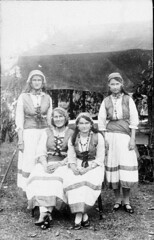 Girls dressed in gypsy costume (maitland.city library) Tags: maitland newsouthwales state library bcp03995 east gypsie costume world war 19141918 fund raising girls