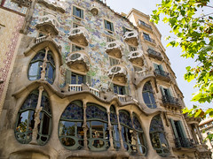 Casa Batll, Barcelona (mister_wolf) Tags: barcelona building casabatll gaudi spain catalunya