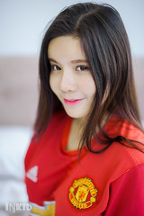 DSC00116 (inkid) Tags: winnie choo manchester united jersey man utd asianbabe petite photography indoor sony a900 dslr red pretty asian asianchick asiangirl asiangirls asianmodel asianwomen babe beautiful fashion girl girls lady longhair model models portrait woman women 50mm f14 carl zeiss planar t za lens sal50f14z bokeh dof
