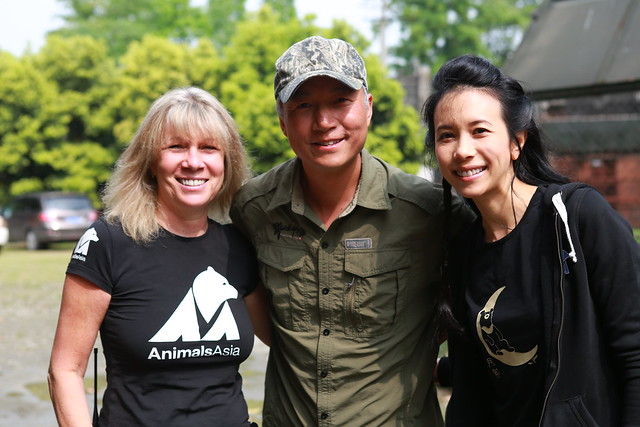 Xi Zhinong and Karen Mok pose with Animals Asia founder Jill Robinson at CBRC