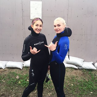 Hayley and Jessica ready to dive Big Rock in Da Bu! #scubadiving #aquanautics #ocean #malibu #dive