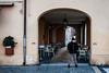 L'uomo del Portico (Francesco Presepi) Tags: 35mm colore 2015 cesenatico samyang girovagando d700