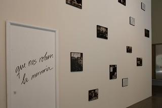 CONCHA JEREZ. Que nos roban la memoria (2002). Foto Miguel Quintas. Exposición MUSAC