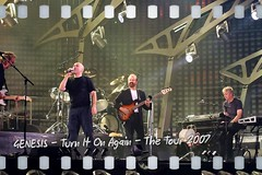 GENESIS - Turn It On Again - 14 (hellwi) Tags: show old light music mike apple june rock juni germany fan concert keyboard fuji tour phil bass 26 guitar alt live stage great band illumination indoor mama tony arena chester daryl singer drummer fans musik genesis konzert dsseldorf collins songs thompson banks rutherford 2007 gitarre philcollins ltu 26th medley snger bhne ipad instuments schlagzeug instrumente erlebnis lieder stuermer mikerutherford schlagzeuger air2 grosartig tonybanks icantdance turnitonagain chesterthompson f31d darylstuermer hellwi freizeitknipser