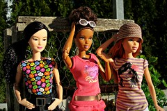 Three girls (Deejay Bafaroy) Tags: pink portrait green hat sunglasses garden asian outdoors doll dolls stripes barbie rosa sunny portrt redhead hut asha grn sonnig garten mattel striped sonnenbrille puppe draussen puppen streifen fashionistas gestreift glamteam madetomove