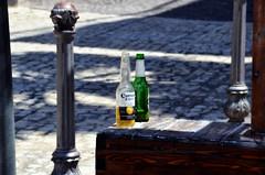 Gli uomini preferiscono le bionde ma sposano le more (encantadissima) Tags: ombre luci sicilia agrigento piazzetta birre sangelomuxaro