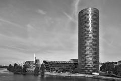 Westhafen-Tower (Dirk Koller) Tags: frankfurt main westhafen westhafentower hochhaus friedensbrücke gerippte gutleutviertel