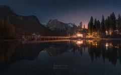 The Lake House (Javier de la Torre García) Tags: house lake canada sunrise stars rockies casa twilight canadian amanecer estrellas crepusculo emerald rocosas canadienses javierdltcom javierdltes