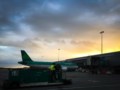 20160407-193327-iphone-london-heathrow-04 (andreadick48) Tags: ireland sky dublin beer plane airport guiness ie pint
