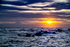 Setting sun and splash (shinichiro*) Tags: 20160702sdim4082 2016 crazyshhin sigmasd1merrill sd1m sigma18300mmf3563dcmacrooshsm june summer fuji   arasaki yokosuka kanagawa japan evening wave   splash