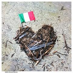 FORZA E LOVE (giovanni.muscara28) Tags: fotografia photography forza love italia italy cuore heart tricolore amatrice arte art