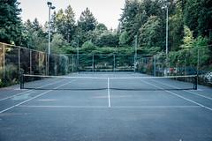 Ich wnschte, ich wrde mich fr Tennis interessieren (superstarfighter) Tags: usa oregon 35mm portland concrete tennis pacificnorthwest fujifilm tenniscourt washingtonpark fujix100s x100s