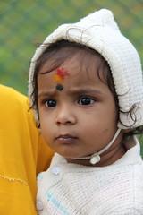 IMG_5541 (m.carmegarrigacurt) Tags: people baby india market chamundi