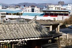 483 Yunnan - Tonghai (farfalleetrincee) Tags: china travel roof mountains tourism football asia stadium adventure guide yunnan streetview urbanlandscape 云南 tonghai 通海县