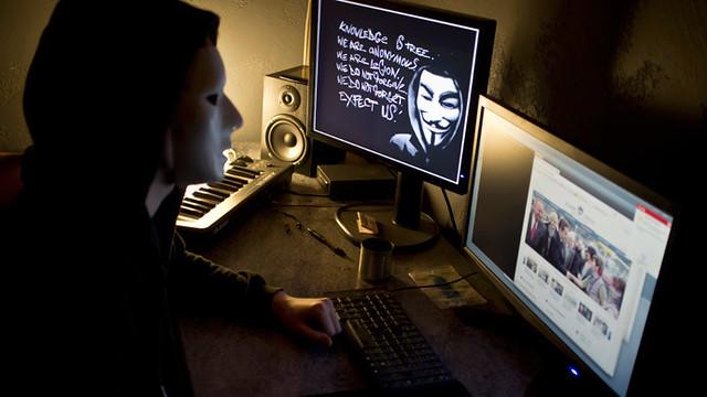 Anonymous hackea cuentas de correo del gobierno sueco en respuesta al cierre de #PirateBay | http://t.co/RzNHrJ32vQ  pic.twitter.com/Tya.