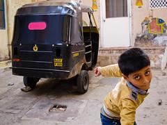 Udaipur   Rajasthan (chamorojas) Tags: india children tuktuk rajasthan udaipur autorickshaw