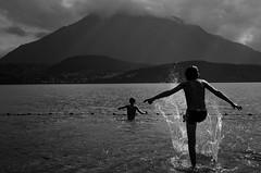 Danseur (PaxaMik) Tags: monochrome montagne eau noir noiretblanc lac swimmer contraste summertime t baignade claboussures nb baigneur lacsuisse