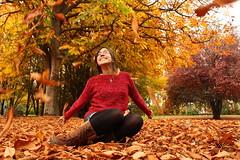 Auttum. (F_J Storage) Tags: trees red orange girl smile yellow spain leafs ucm auttum sweatter