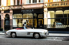 The 300sl roadster just belongs in Mayfair (Aimery Dutheil photography) Tags: summer london classic speed canon mercedes benz amazing classiccar fast exotic mercedesbenz 300 mayfair supercar 300sl roadster mountstreet londoncars 70d 300slroadster mercedes300slroadster londonsupercars